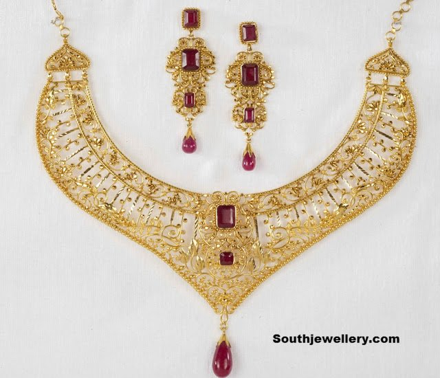 Filgree Work Gold Necklace