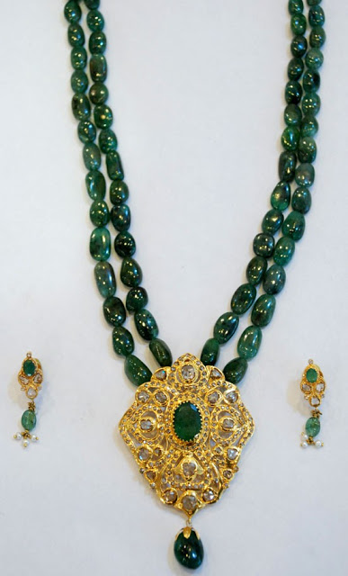 Emerald Beads Necklace with Uncut Diamond Pendnat