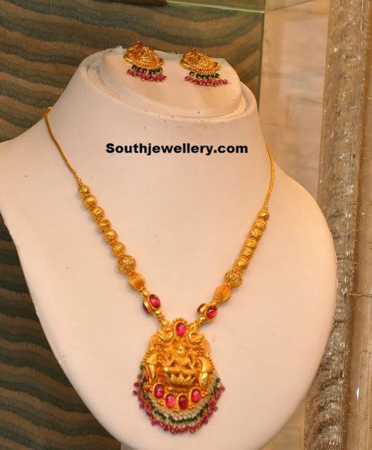 Diamond kasulaperu with pendant - Gold Necklace With Lakshmi Pendant Jewellery Designs
