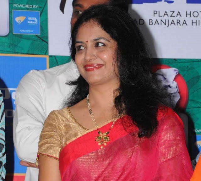 Singer Sunitha in Beads Necklace