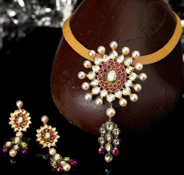 Dazzling Kundan Necklace by TBZ