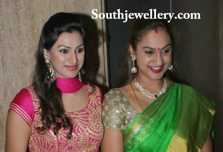 anchor ramya wedding reception