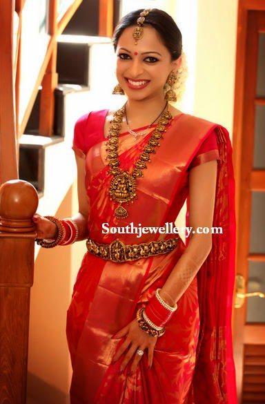 bride in antique nakshi jewellery