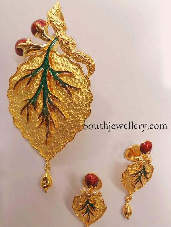 22 carat gold leaf pendant set