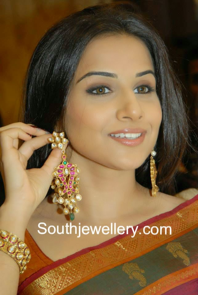 vidyabalan heavy earrings