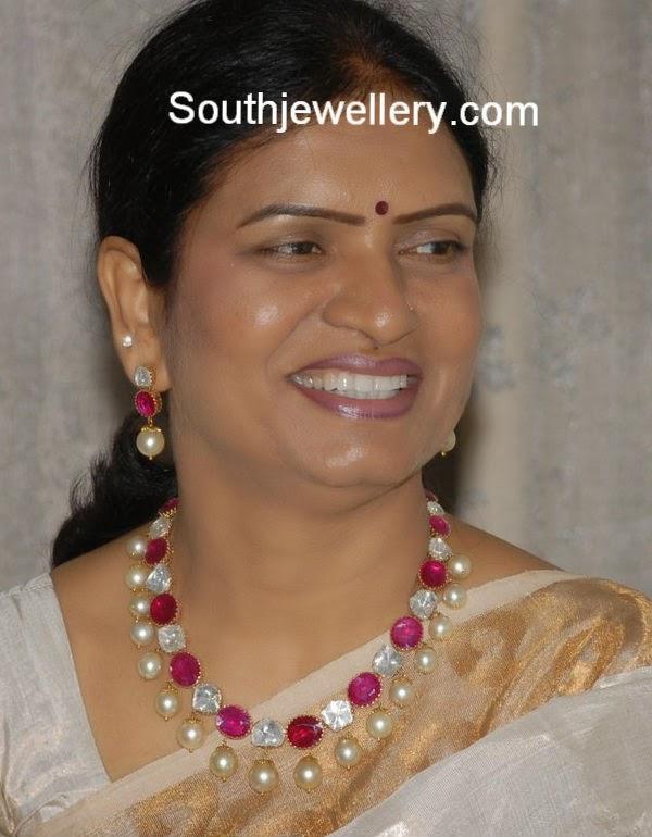 minister dk aruna jewellery