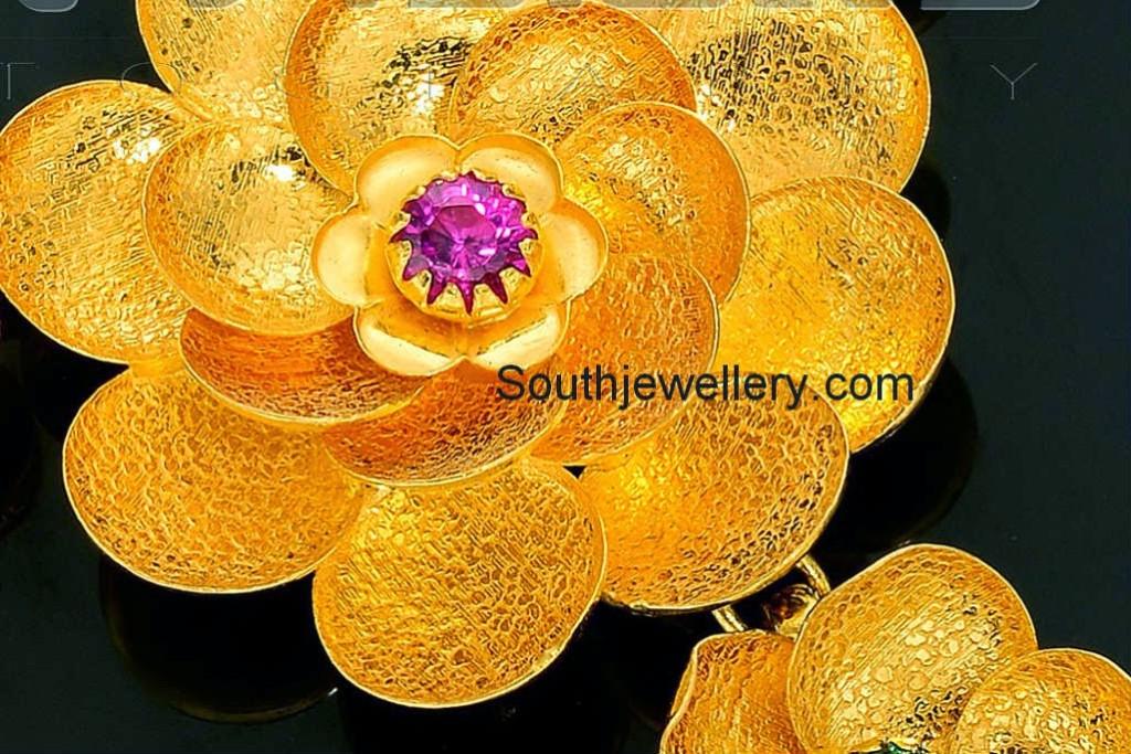 floral gold necklace