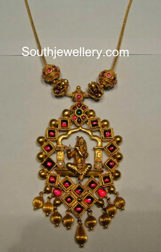 Emerald Diamond Pendant Necklace