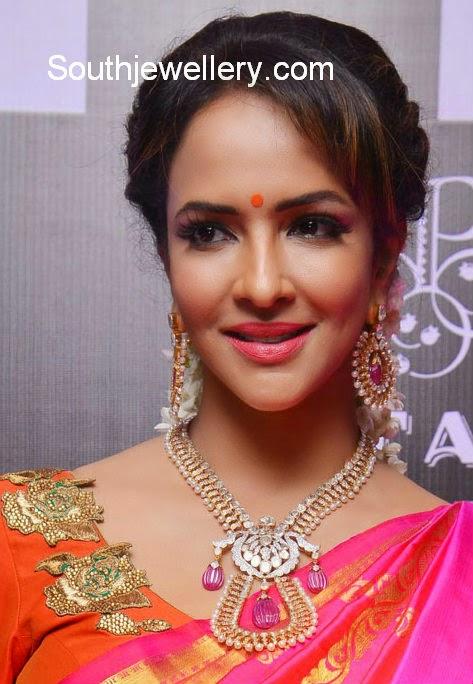 manchu lakshmi diamond necklace