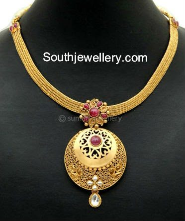 simple gold necklace with pendant