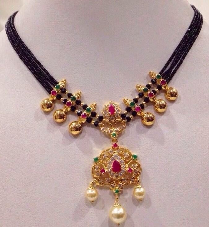 black beads short necklace
