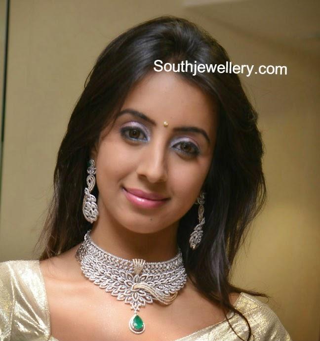 sanjana in hiya diamond jewellery