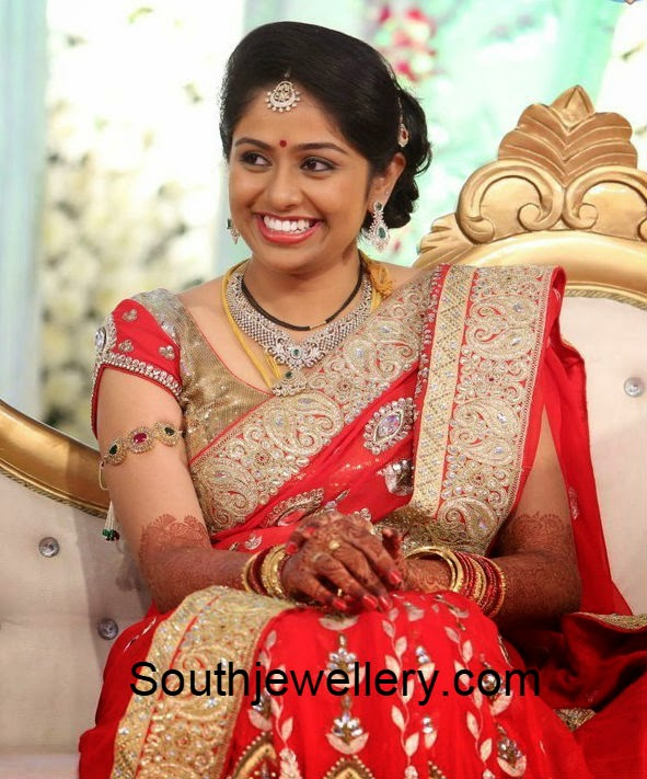 hero aadi wife aruna wedding jewellery