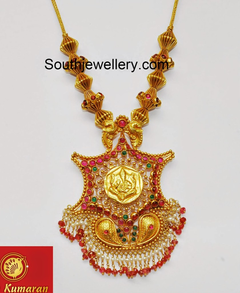 Simple gold necklace with ganesh pendant jewellery designs for Simple gold ornaments
