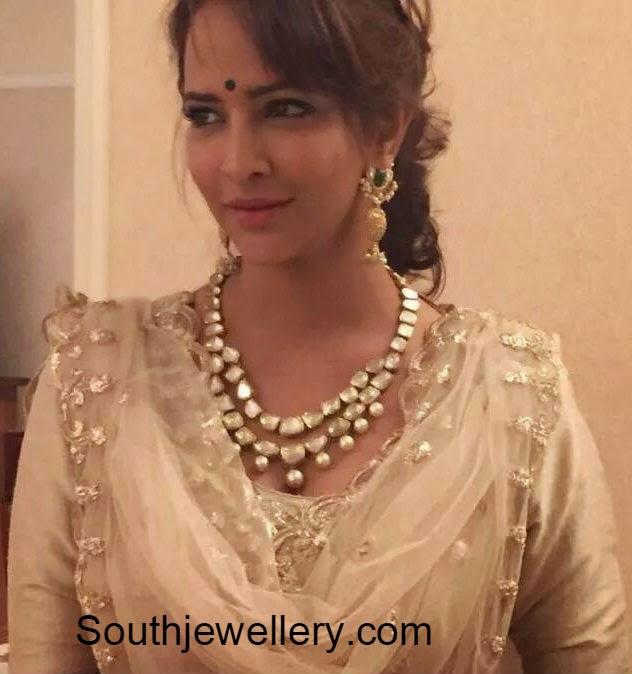 lakshmi manchu in uncut necklace