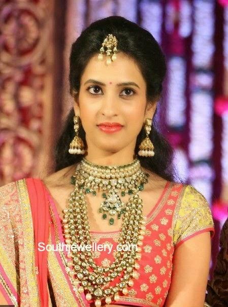 bride in polki diamond jewellery
