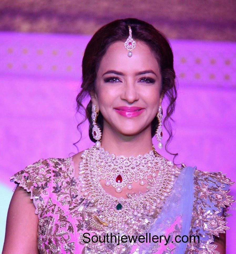 lakshmi manchu in diamond necklace