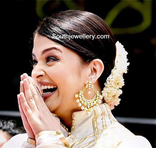 aishwarya_bachchan_kalyan_jewellers_chandbalis