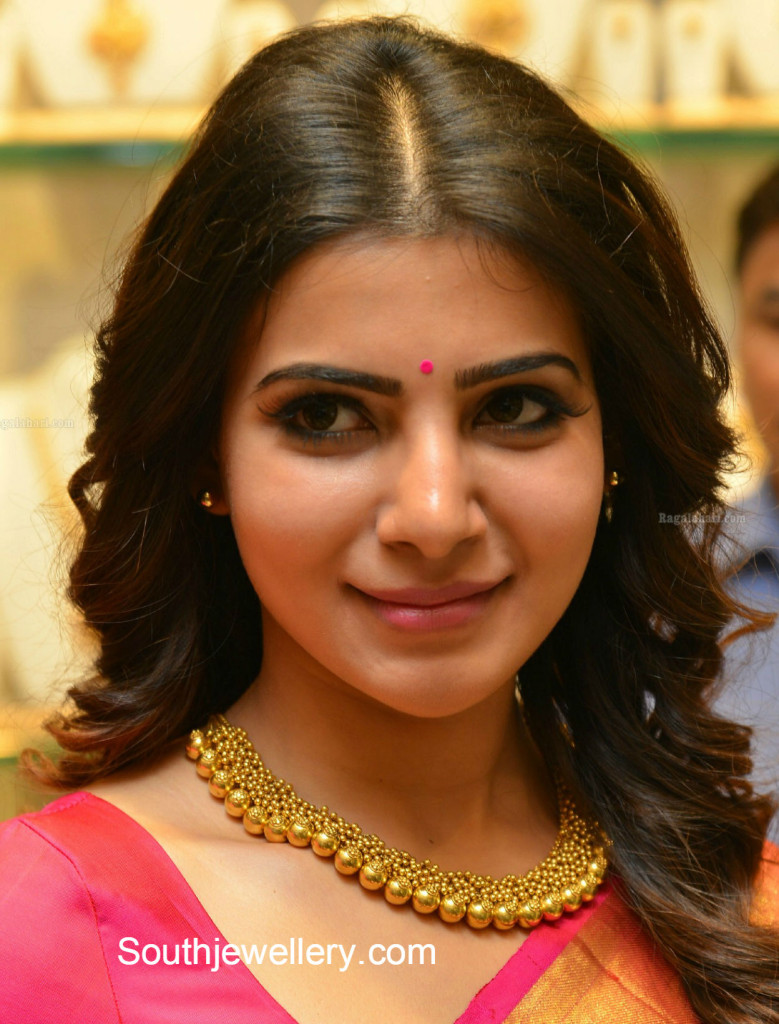 samantha_in_gold_necklace