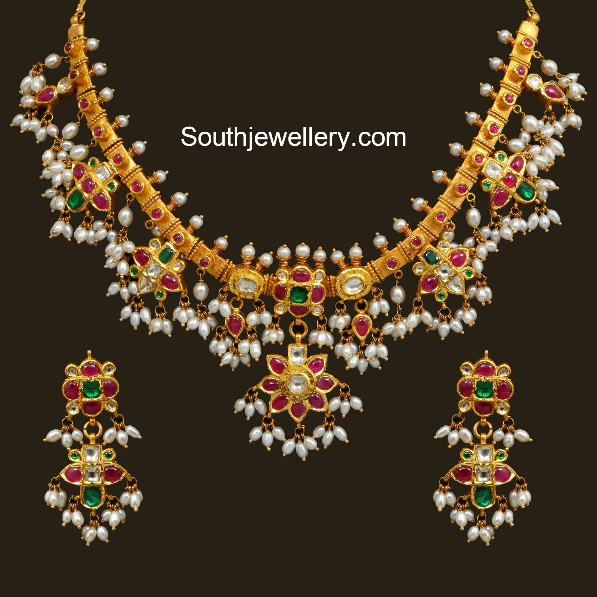 Pearl fashion necklaces