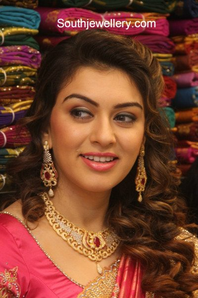 hansika_in_diamond_necklace_set
