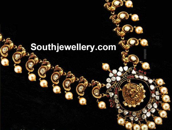 flat_diamonds_peacock_necklace
