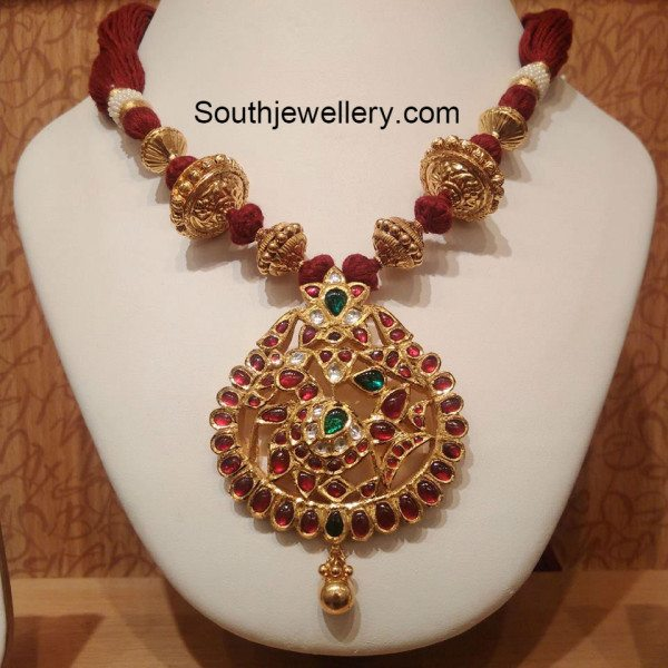 red_thread_tarditional_gold_necklace