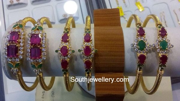 light_weight_gold_bangles_models