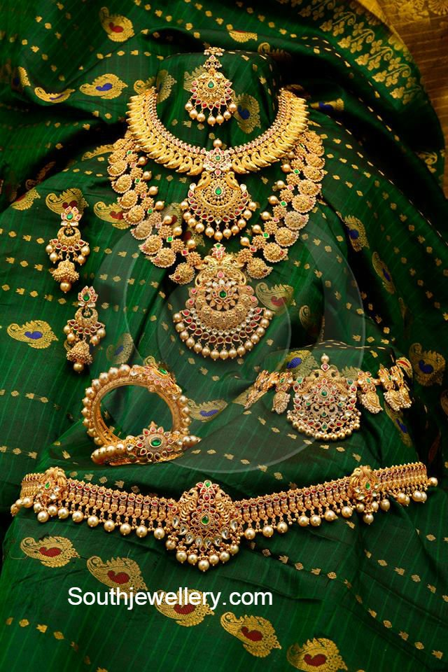 Antique Gold Bridal Jewellery Set Jewellery Designs