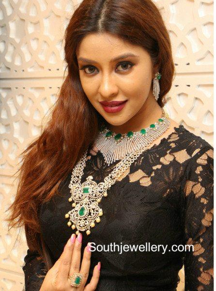 payal_ghosh_manepally_diamond_jewellery