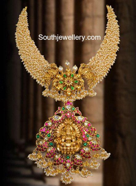 small_pearls_necklace_lakshmi_pendant