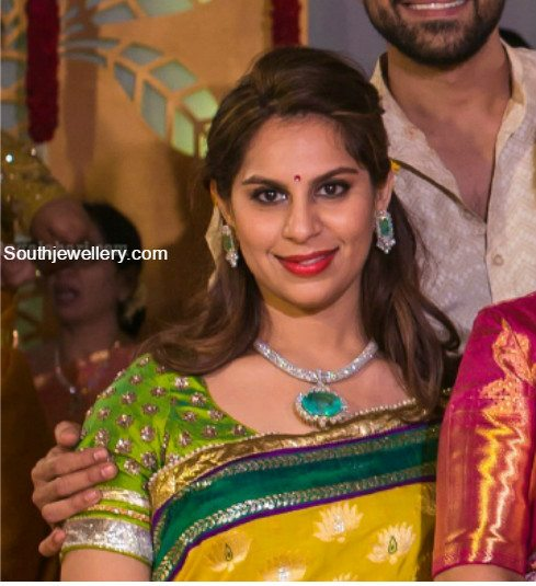 upasana_kamineni_diamondemerald_jewellery_at_sreeja_wedding