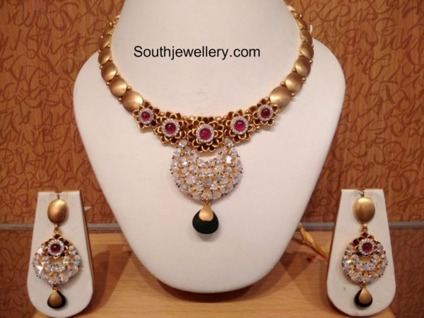 light_weight_gold_necklace