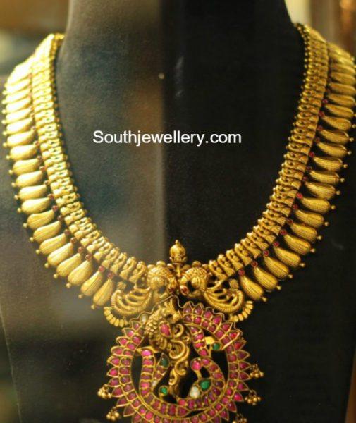 antique_gold_haram_peacock_pendant