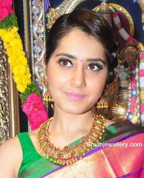 raashi_khanna_Temple_jewellery_tibarumal
