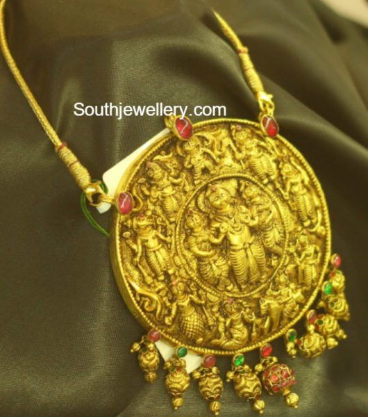 simple_gold_chain_big_nakshi_pendant