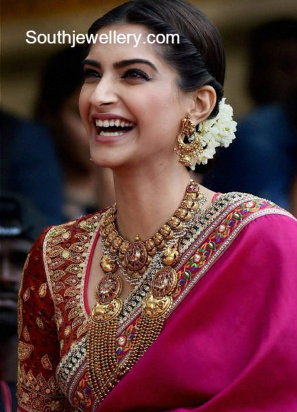 Diamond kasulaperu with pendant - Sonam Kapoor In Traditional Gold Jewellery Jewellery Designs