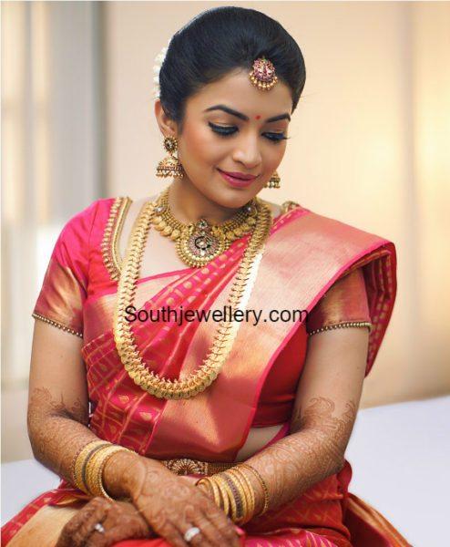 Bride In Antique Gold Jewellery Jewellery Designs