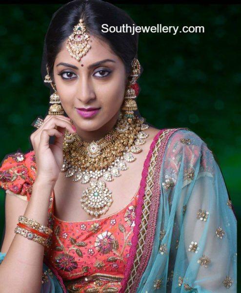 antique_gold_jewellery_vasundhara_diamond_roof