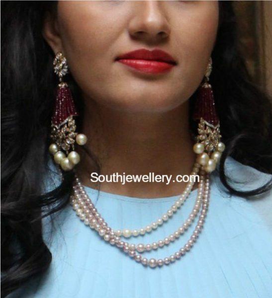 pearls_necklace_ruby_long_earrings