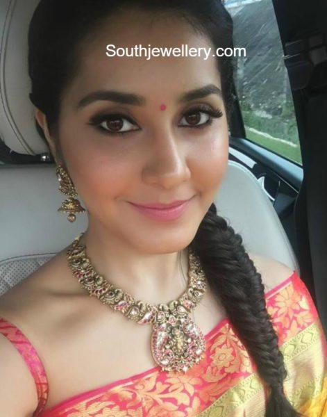 raashi_khanna_peacock_necklace_tibarumal_jewels