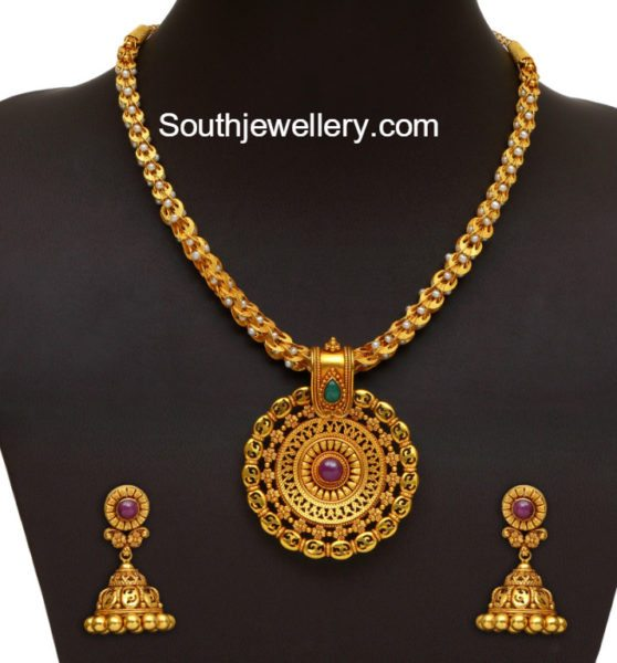 simple_gold_necklace_jhumkas