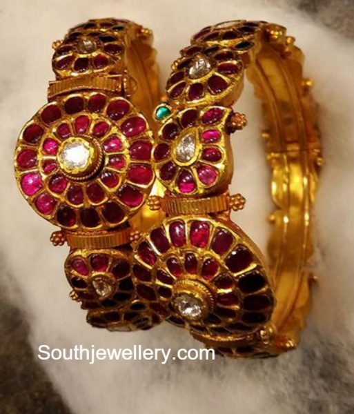 Antique Gold Kundan Bangles
