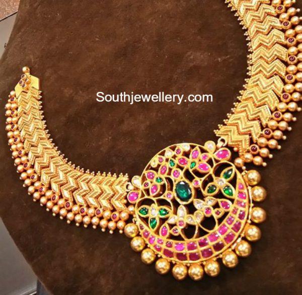 gold necklace kundan pendant