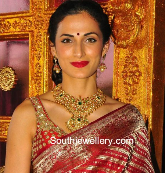 shilpa-reddy-kundan-necklace-jhumkas