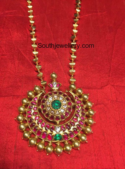 Simple Gold Chain With Kundan Pendant Jewellery Designs