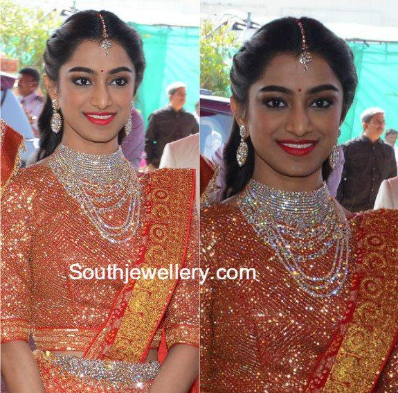 Veena Reddys Sister in Diamond Jewellery