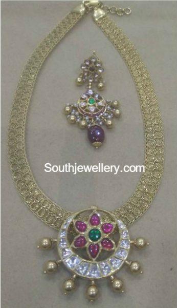 gold-haram-with-kundan-pendant