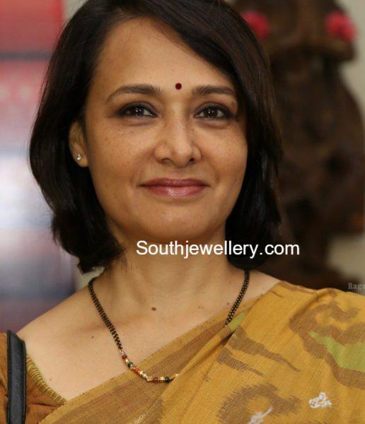 Amala Akkineni in a simple black beads mangalsutra chain