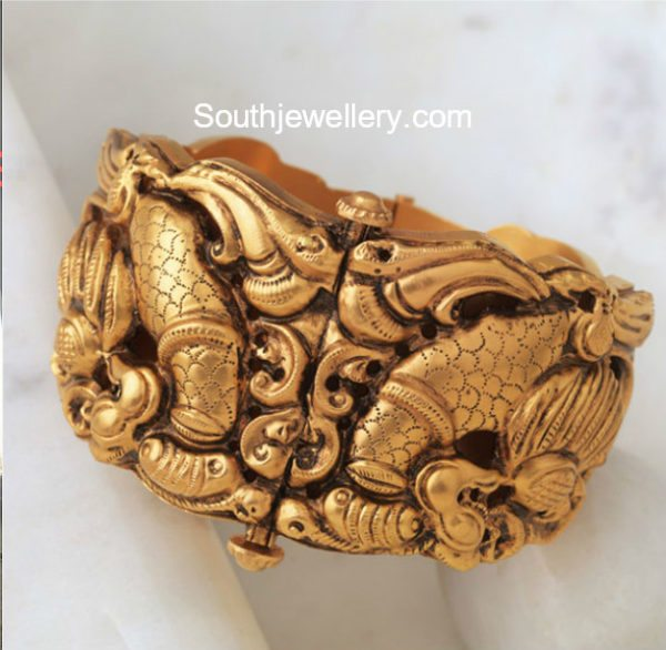 Nakshi Gold Bangles by Navrathan Jewellers
